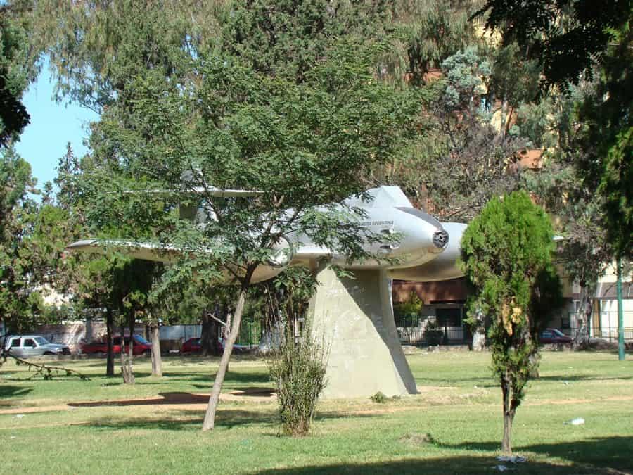 avion monumento 20 de febrero
