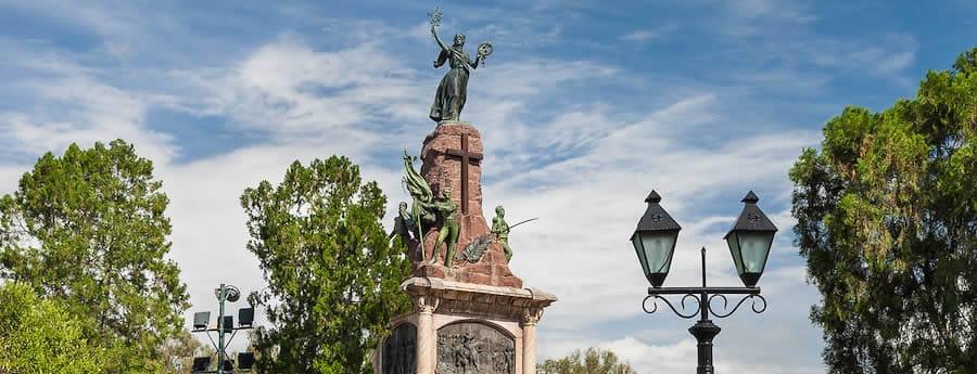 monumento 20 de febrero estatua
